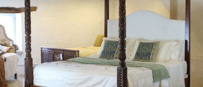 Wooden Four Poster Bed – W4P7