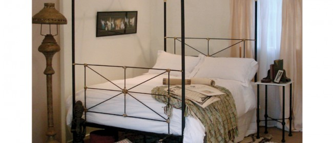 Campaign Four Poster Bed – CAM1
