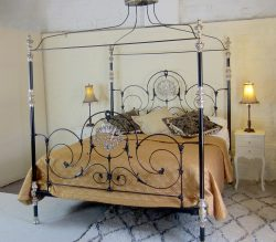 Low-Alhamabra-Four-Poster-1