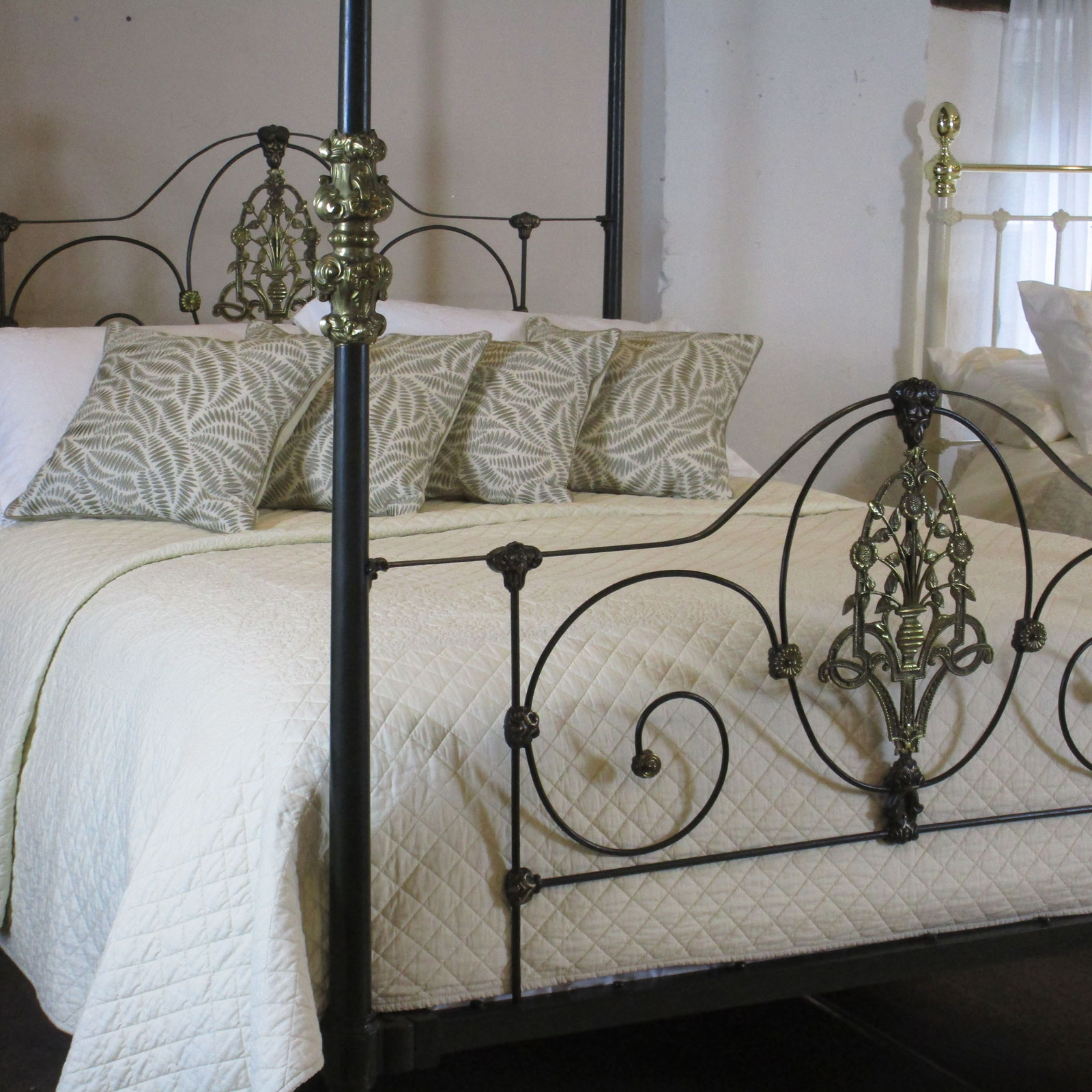 Cast Iron Four Poster Bed M4p11