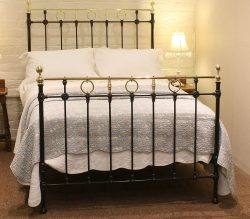 Double Antique Bed in Black MD65