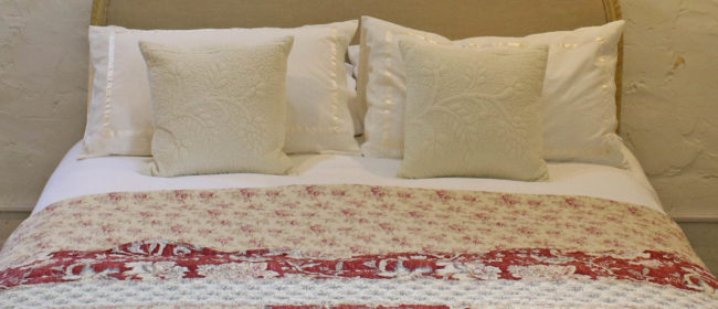 Sara Bedspread – Cream and Rustic Red