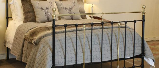 Black Antique Bed – MK180