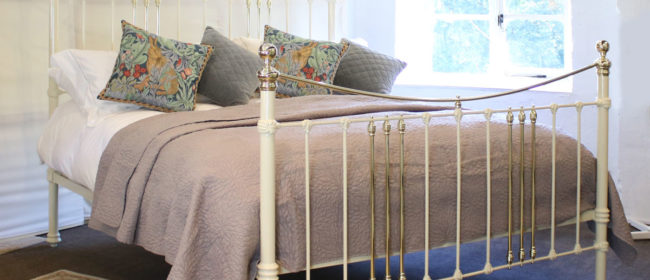 Cast Iron and Brass Bed in Cream – MSK59