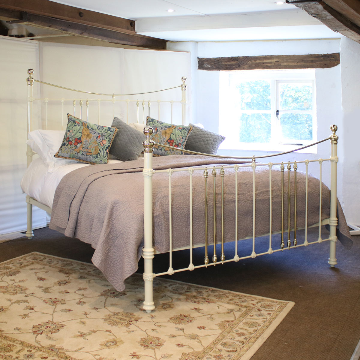 Cast Iron And Brass Bed In Cream Msk59