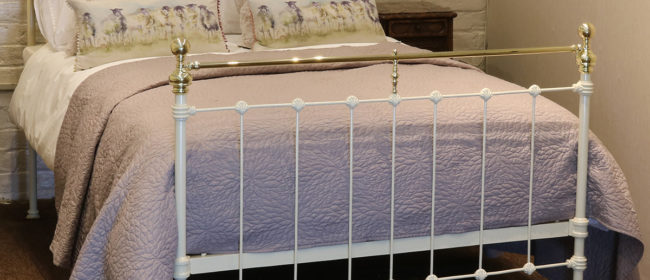 Cast Iron and Brass Bed in Cream – MD89