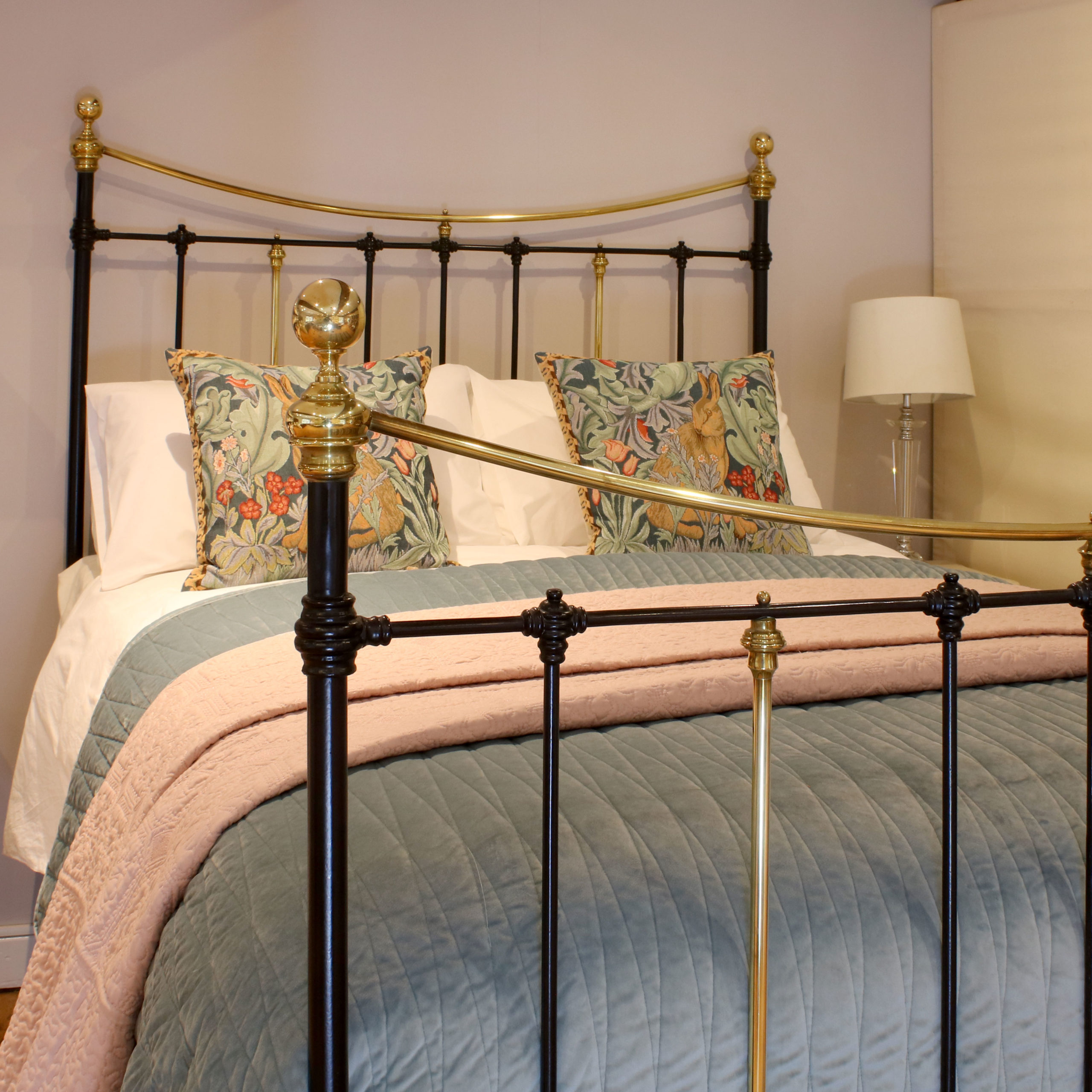 5ft-Black-Brass-and-Iron-Curved-Top-Rail-MK216-2