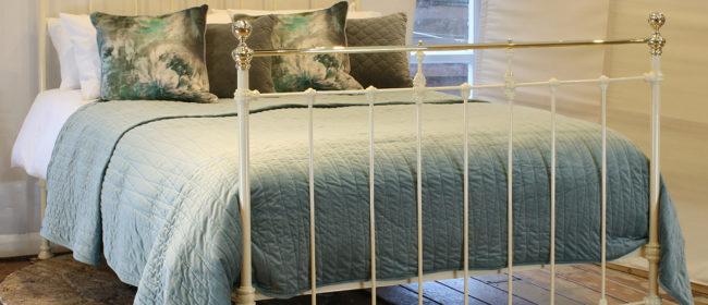 Cream Antique Bed MK221