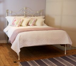 5ft-Cream-Curly-Iron-Platform-Bed-MK212-1