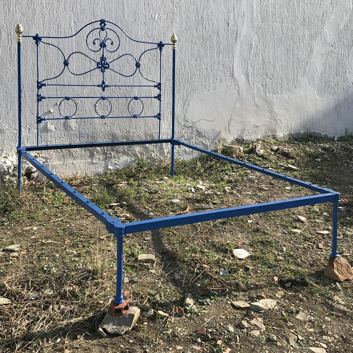 5ft-Wide-Cast-Iron-Platform-Bed-MK212
