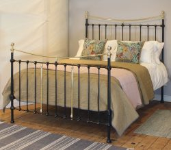 5ft-Black-Curved-Top-Victorian-Antique-Bed-in-Black-MK228