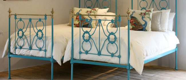 Matching Pair of Twin Antique Brass and Iron Beds MPS40