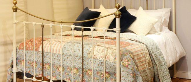 Decorative Victorian Antique Bed in Cream MK231