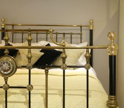 Decorative-Victorian-King-Size-Antique-Bed-With-Central-Plaque-MK232