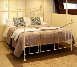 Super-King-Cast-Iron-Antique-Bed-in-Cream-MSK67-1