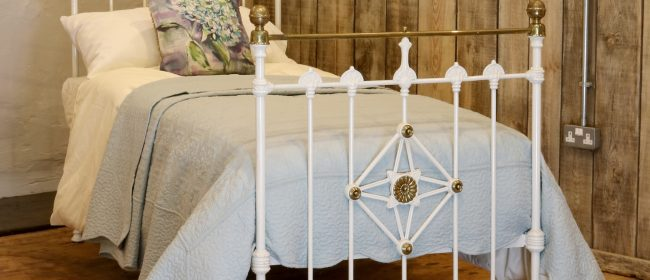Antique White Decorative Brass and Iron Victorian Single Bedstead MS48