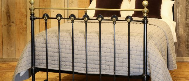 Late Victorian Cast Iron Antique Bed in Black, MD101