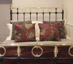 Black-4ft-6-Brass-and-Iron-Bed-With-Brass-Circles-MD105