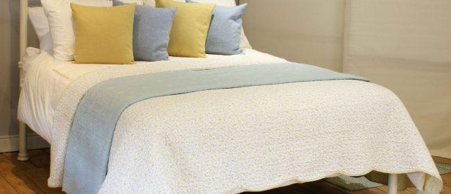 Cream Antique Platform Bed MK242