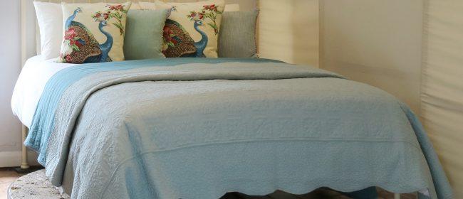 Brass and Iron Antique Platform Bed in Cream MK237