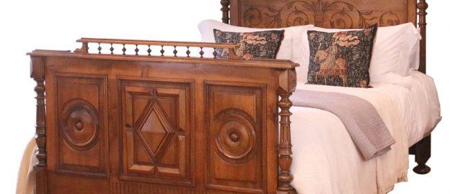 Renaissance Style Antique Bed in Walnut WK157