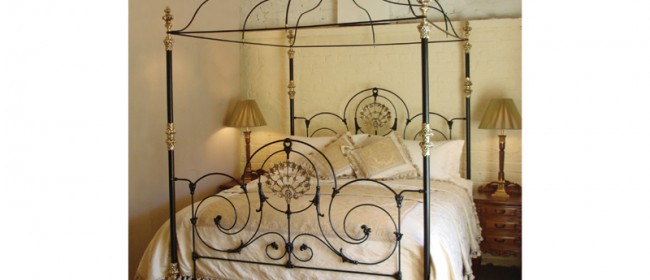 Alhambra Four Poster Bed – ALH1