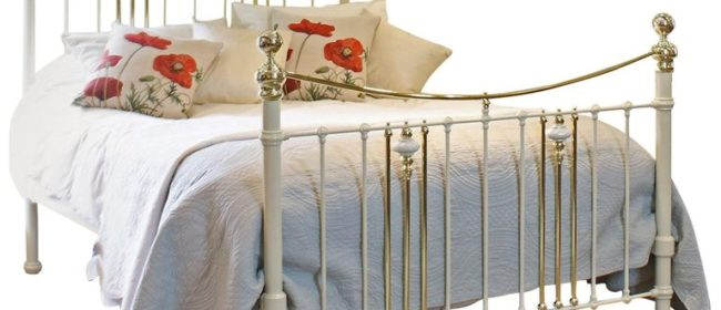 Cream Brass and Iron Bedstead with China Decorations – MK157