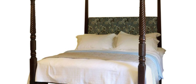 Wooden Four Poster Bed – W4P101