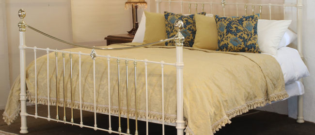 Cast Iron and Brass Bed in Cream – MSK61