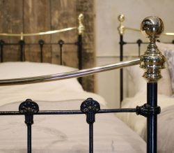 Pair-of-Single-Black-Curved-Top-Rail-Brass-and-Iron-Antique-Beds-MPS39