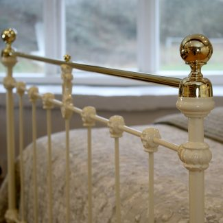 Double-Cream-Antique-Bed-MD98