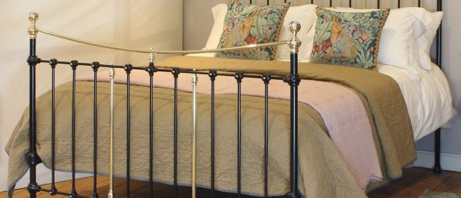 5ft Victorian Antique Bed With Curved Top Rail in Black MK228