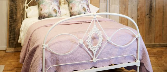 Mid-Victorian Cast Iron Antique Bed in Cream, MD100