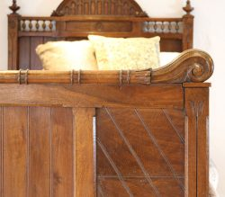 Wooden-Single-Gothic-Style-Antique-Bed-WS12