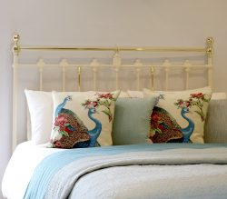 Cream-Platform-Antique-Bed-MK237