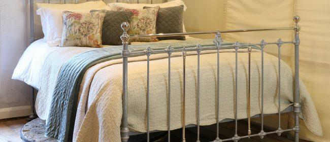 Decorative Antique Bed  MK238