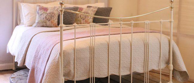 Cream Antique Bed MK243